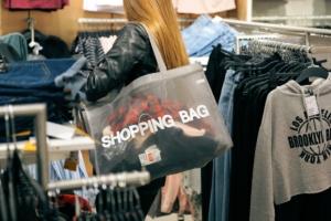 Los comercios tendrán que cobrar por las bolsas ligeras a partir del 1 de julio