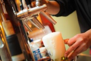 Sanidad elabora una guía de buenas prácticas para bares y restaurantes frente al COVID-19